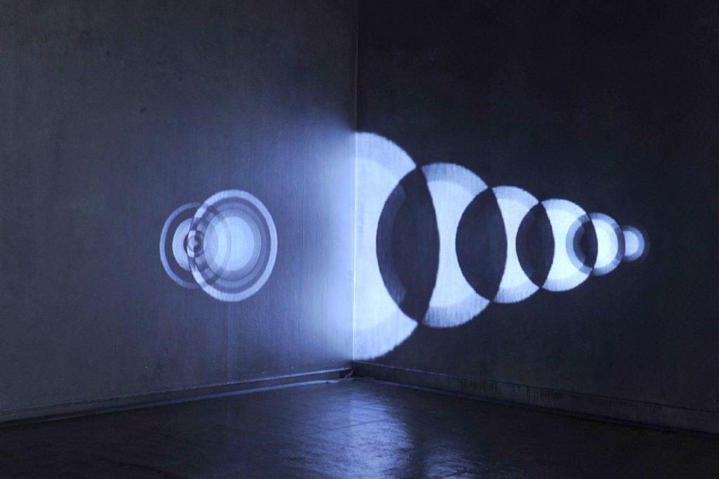 Quistrebert_The Eighth Sphere, double channel video installation, 1'41 looped, 2010
